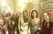 Діти ансамблю «ЗЕРНЯТКО» з чарівною Оксаною Мухою вітають із Зимовими Святами гостей театру оперети в концерті «Тиха ніч» 15.01.2020