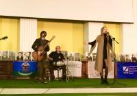 Телеведуча і радіоведуча Анна Заклецька прийшла на телемарафон «Доба пам'яті» вшанувати пам'ять Героїв  Донецького аеропорту.